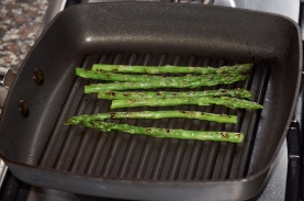 Asparagus chargrilling